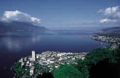 A cidade de Montreux no lago Genebra fotos de stock