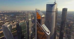 Cidade de Moscou do centro de negócios, fotografia aérea no zangão filme