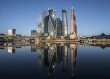 Cidade de Moscou do centro de negócios no nascer do sol Fotografia de Stock Royalty Free