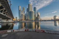 Cidade de Moscou do centro de negócios no nascer do sol Imagens de Stock Royalty Free