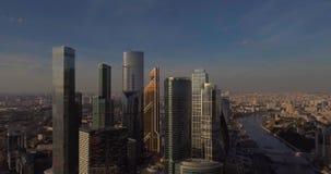 Cidade de Moscovo do centro de negócios Arranha-céus fotografia aérea do shopping de Moscou Arranha-céus de vidro disparados na video estoque