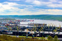 Cidade de Murmansk, Rússia, rio Fotos de Stock Royalty Free