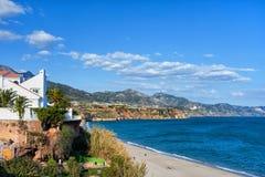 Cidade de Nerja em Costa del Sol na Espanha fotografia de stock royalty free