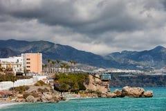 Cidade de Nerja na Espanha fotografia de stock royalty free
