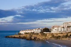 Cidade de Nerja na Espanha em Costa del Sol imagens de stock royalty free
