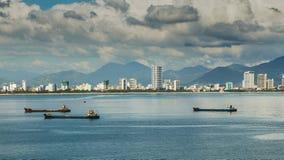 Cidade de Nha Trang, vista do teleférico de Vinpearl fotografia de stock