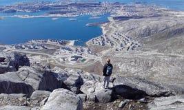 Cidade de Nuuk do stormaline da montanha Imagem de Stock