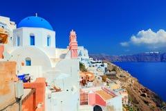 Cidade de Oia na ilha de Santorini, Grécia Mar Egeu Imagens de Stock Royalty Free