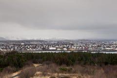 A cidade de Reykjavik em um dia nebuloso Imagem de Stock
