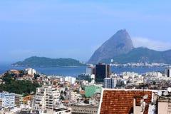 Cidade de Rio de janeiro com urbanismo e natureza fotografia de stock royalty free
