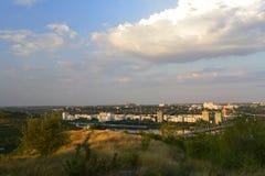 Cidade de Rybnitsa em Transnistria, na margem esquerda do rio de Dniester Fotografia de Stock