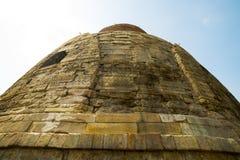 A cidade de Sarnath, um stupa antigo construída em honra do primeiro sermão da Buda India Imagens de Stock Royalty Free