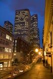 Cidade de Seattle na noite fotos de stock
