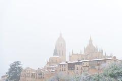 Cidade de Segovia e catedral na neve, Espanha Fotos de Stock Royalty Free