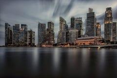 Cidade de Singapura na noite imagem de stock royalty free