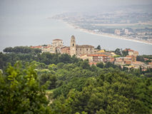 A cidade de Sirolo, Conero NP, Marche, Itália Foto de Stock Royalty Free
