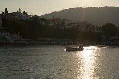 Cidade de Skiathos, ilha de Skiathos, Sporades, Mar Egeu, Grécia imagens de stock