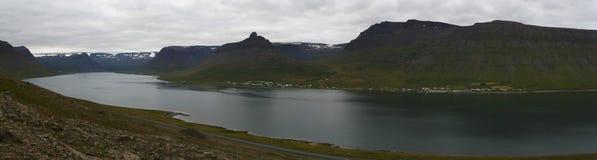 Cidade de Sudavik em Altafjordur, Westfjords, Islândia Fotos de Stock