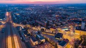 Cidade de Tarnow no Polônia, vista aérea no crepúsculo imagem de stock