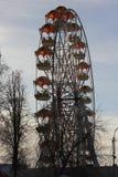 Cidade de Tyumen e russo Sibéria Nascer do sol no parque de diversões Imagens de Stock Royalty Free