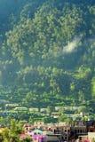 Cidade de Uttarkashi em Uttarakhand, Índia Fotografia de Stock