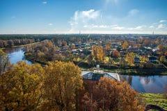 Cidade de Valmiera em Letónia de cima de fotos de stock royalty free