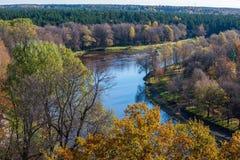 Cidade de Valmiera em Letónia de cima de imagens de stock