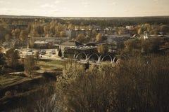 Cidade de Valmiera em Letónia de cima - do olhar retro do vintage fotografia de stock
