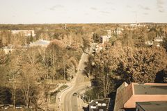 Cidade de Valmiera em Letónia de cima - do olhar retro do vintage imagem de stock