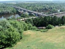 A cidade de Vladimir, ponte sobre o rio de Klyazma foto de stock royalty free