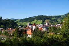 A cidade de waidhofen no rio Ybbs em Áustria Imagem de Stock