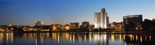 Cidade de Yekaterinburg da noite, Rússia Fotografia de Stock Royalty Free