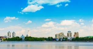 Cidade de Yekaterinburg da terraplenagem o 5 de junho de 2013 Fotografia de Stock Royalty Free
