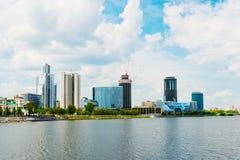 Cidade de Yekaterinburg da terraplenagem o 5 de junho de 2013 Fotos de Stock