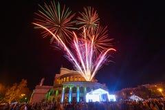 Cidade de Yerevan na noite com fogos-de-artif?cio, Arm?nia imagem de stock