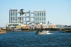 Cidade do Aqua e construção da televisão de Fuji, Odaiba, Tóquio Foto de Stock