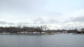 Cidade do beira-mar da Suécia de Éstocolmo no inverno video estoque