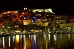 Cidade do beira-mar na noite foto de stock royalty free