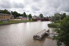 Cidade do beira-rio em Finlandia imagens de stock