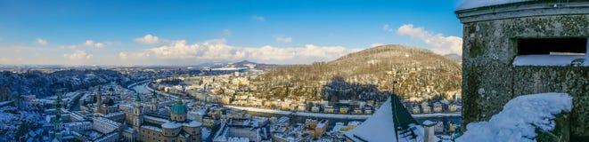 Cidade do céu azul do moutain de salzburg Áustria da opinião da paisagem do panorama imagens de stock