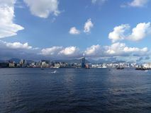 Cidade do céu do mar fotos de stock royalty free