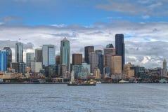 Cidade do centro de Seattle com Puget Sound imagem de stock