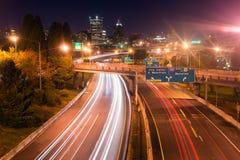 Cidade do centro direta norte de um estado a outro de Portland Oregon de 5 cursos Foto de Stock Royalty Free