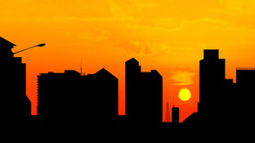 Cidade do centro no por do sol, silhueta da skyline Imagem de Stock