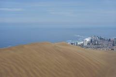 Cidade do dragão de Iquique e de Cerro Ao norte do Chile Foto de Stock Royalty Free
