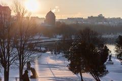 Cidade do inverno do por do sol da paisagem Fotografia de Stock Royalty Free