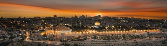 Cidade do Jerusalém pelo por do sol Imagem de Stock