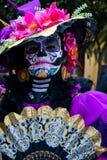 Cidade do México, México; 1º de novembro de 2015: Retrato de uma mulher no disfarce do catrina no dia da celebração inoperante em fotografia de stock royalty free