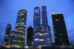 Cidade do negócio em Moscovo na noite Fotografia de Stock Royalty Free