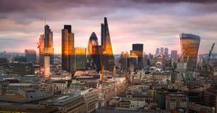 Cidade do panorama de Londres, no por do sol imagens de stock